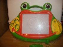 #7005 FROG ETCH-SCETCH DRAWING TOY in Fort Hood, Texas
